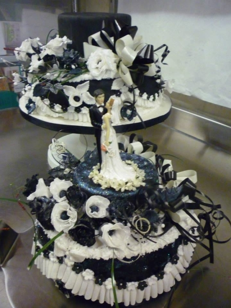 black-and-white-cake2