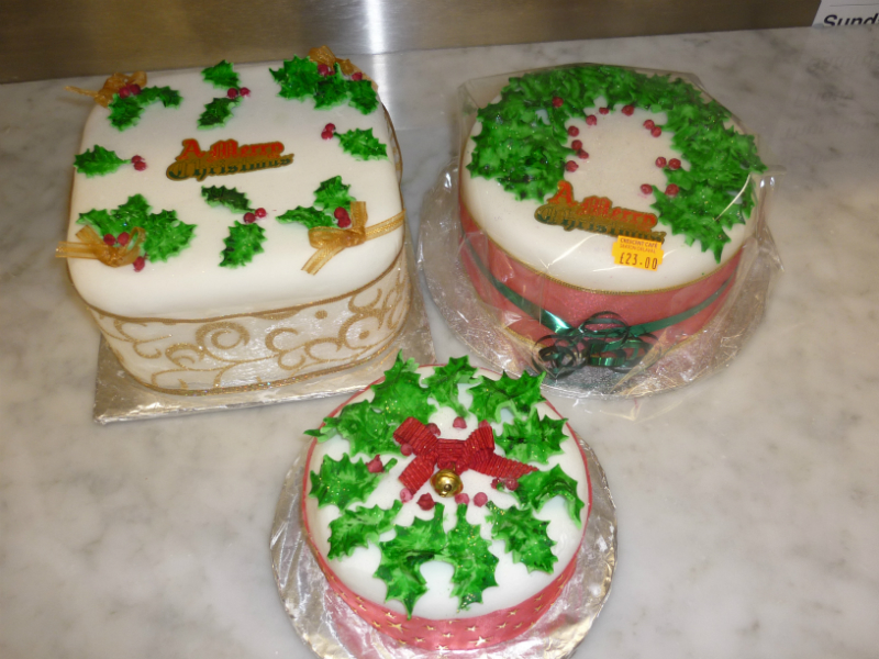 christmas-cakes-holly