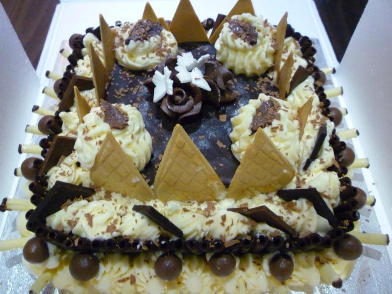 festive-ice-cream-cake